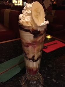There is a nice selection of deserts on the gluten free Frankie and Benny's menu. This is a banoffee sundae